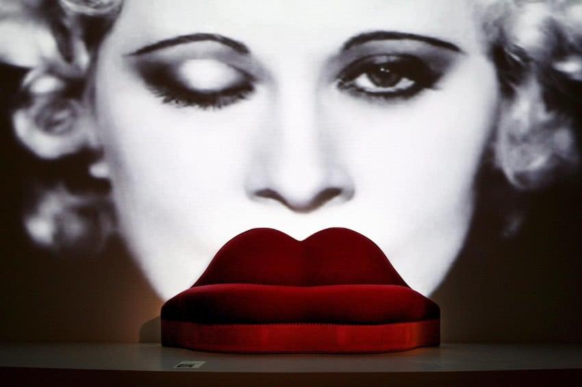 Kanapa w kształcie ust