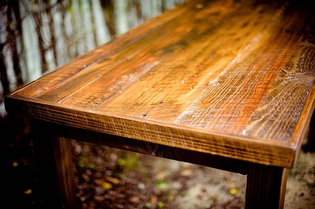 Meble drewniane w klasycznych wnętrzach